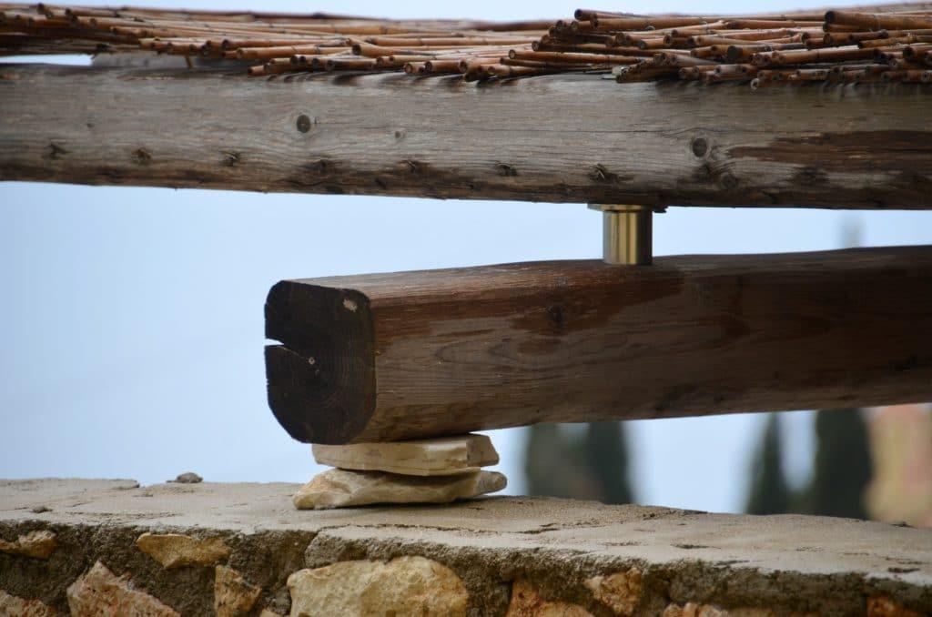 """Der Heimwerker Typ """"Pfuscher"""". Der Starkstromstecker wird gerne auch mit einem Kupferdraht repariert."""